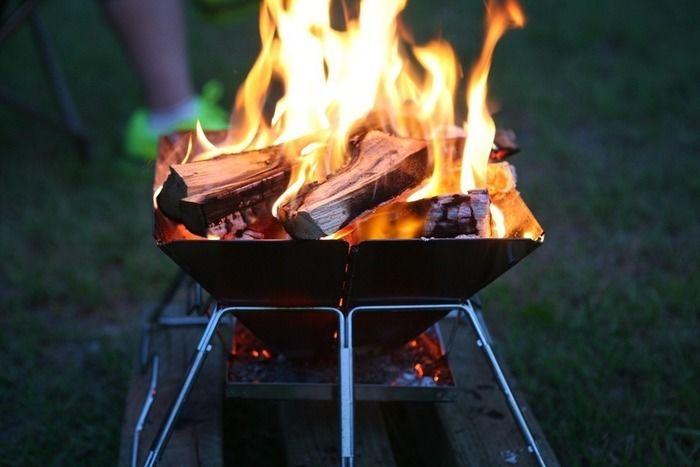 蒔で火が燃える様子