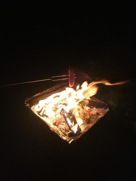 火であぶるソーセージ