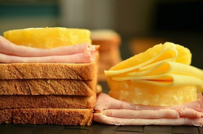 トーストとハムとチーズ