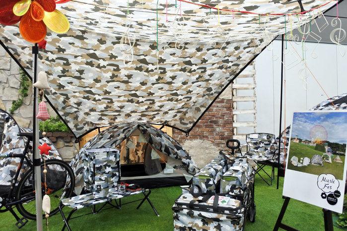メイプルリーフのカモフラ柄のアイテム展示の全体観