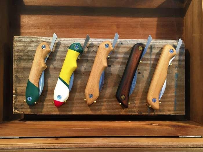 様々な色のIt's my knife folding style 初級編のナイフ
