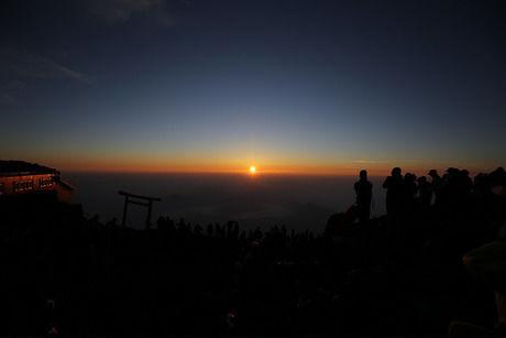 富士山から見えるご来光
