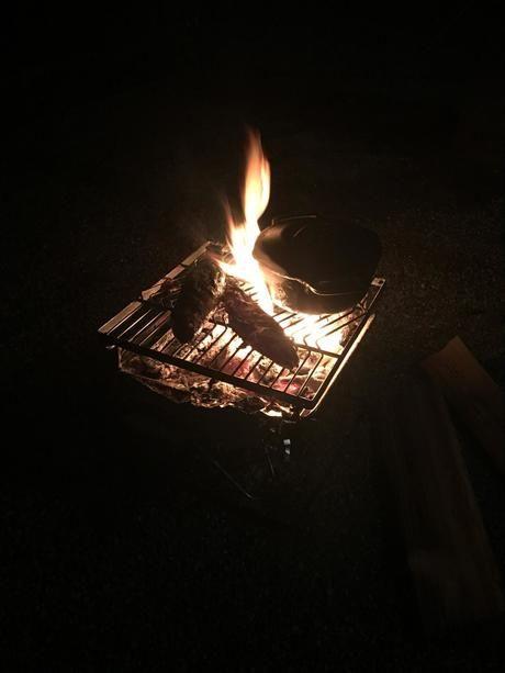 焚き火が燃えている様子