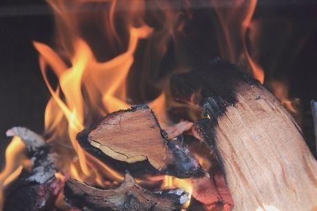 薪が燃える様子