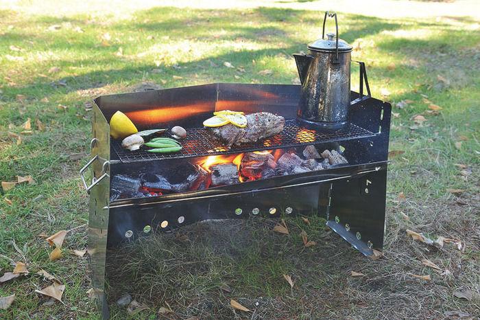 薪グリルブリッジで焼かれたお肉