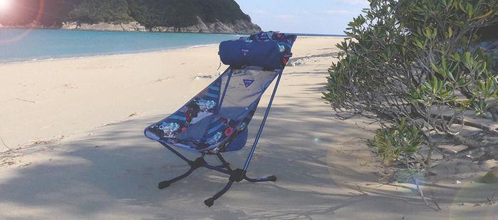 モンロ×ヘリノックスのチェアとビーチ