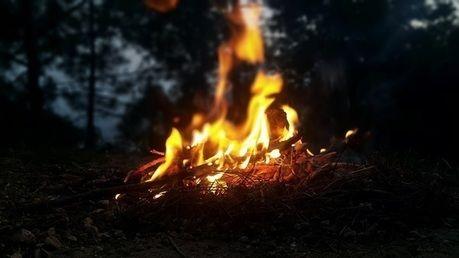 燃える焚き火