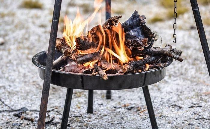 たき火でつくる焼き芋