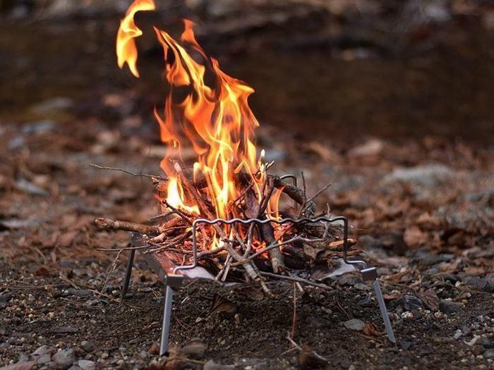 秘密のグリルちゃんで焚き火をする様子