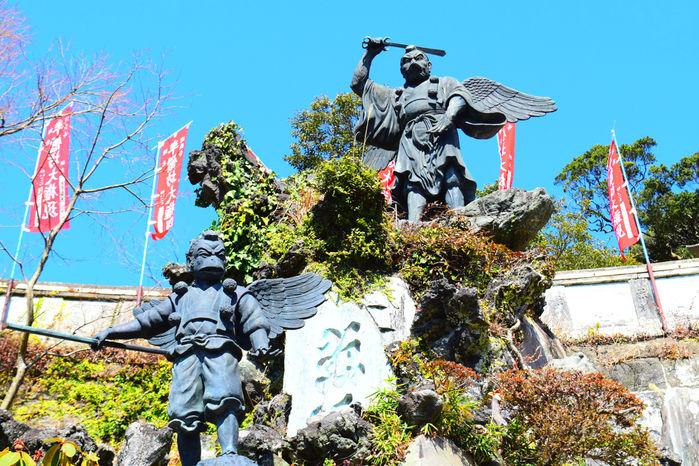 天狗の銅像