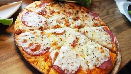 出来上がった手作りピザ