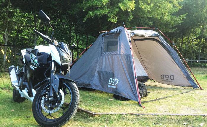 バイクと組み立てたテント