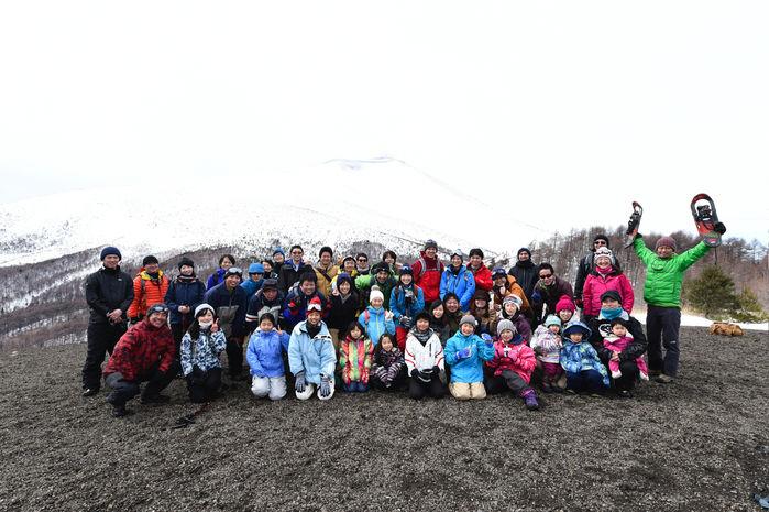 スノーシューツアー参加者の集合写真