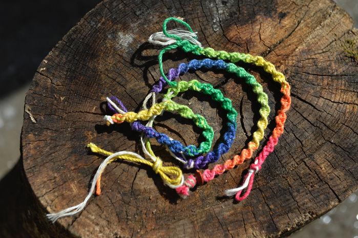 カラフルなヘンプ編み