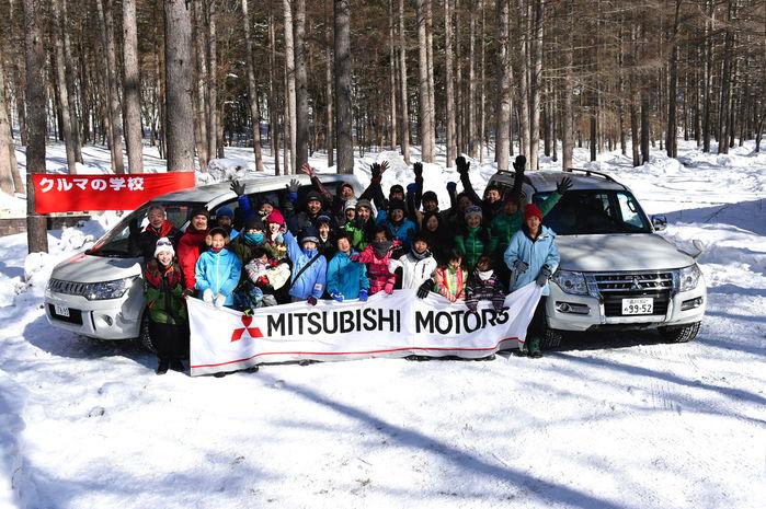 スノーシューツアー&雪上試乗体験を終えた人々の集合写真