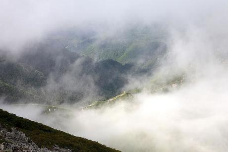 雲で隠れる木曽駒ケ岳からの景色