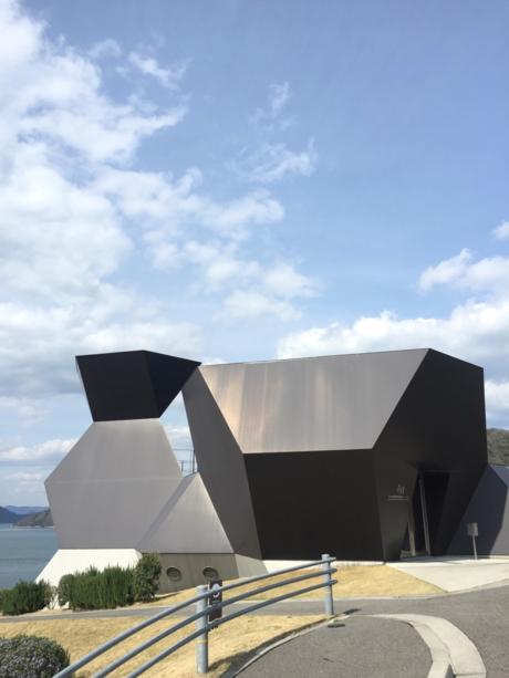 伊東豊雄建築ミュージアムの外観
