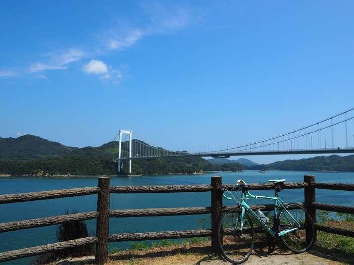 しまなみ海道に立てかけられた自転車