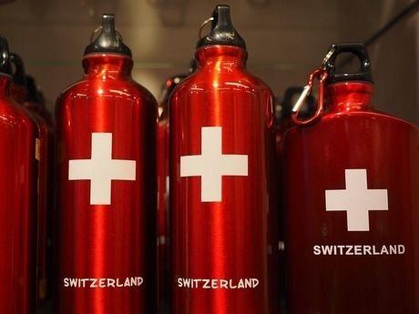 SIGGのスイスの国旗のロゴの入ったボトル