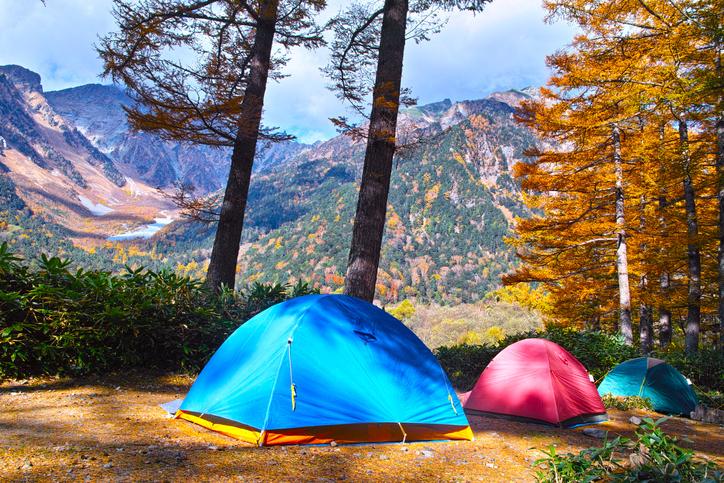 秋こそベストシーズン!関東周辺の紅葉が綺麗なキャンプ場おすすめ10選【道具・服装リスト付き】