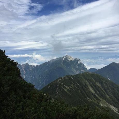 山が連なる仙丈ヶ岳