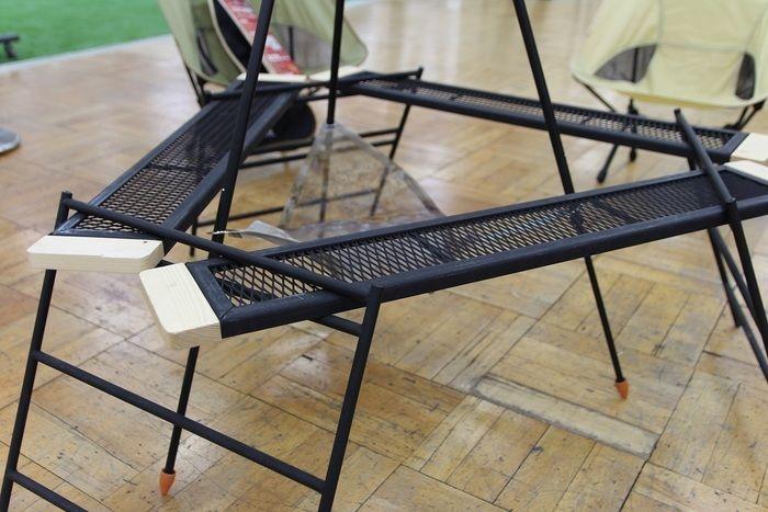 焚き火をたける形に変形させたテキーラテーブル