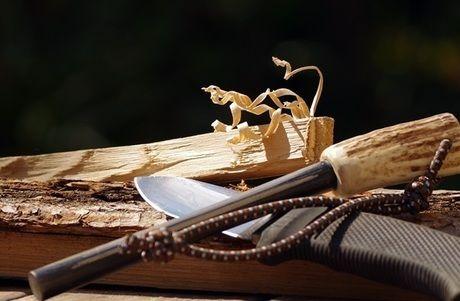 木材とナイフ