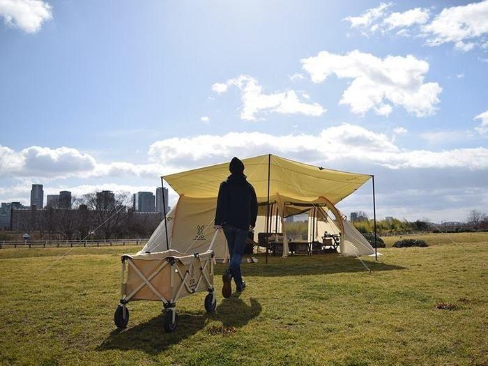 キャンプ場に設置されたカマボコテント