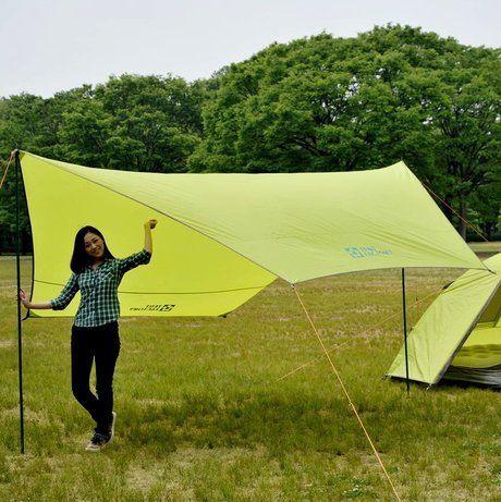 テントファクトリーのテントとタープを使用している様子