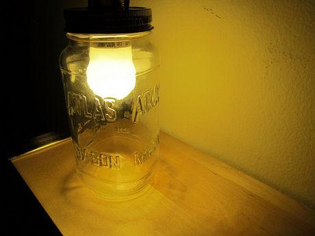 ランプとして利用されたメイソンジャー