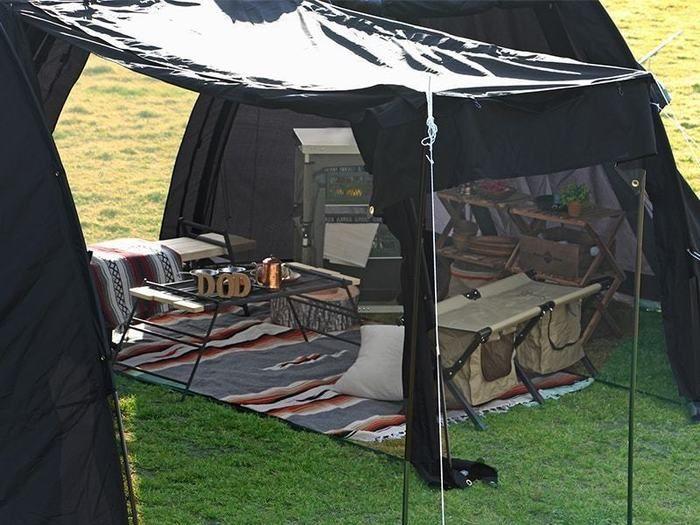 黒いテント内の様子