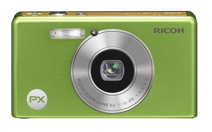 RICOHの黄緑色の防水カメラ