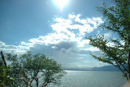 本格派グランピングテントに泊まれる施設がついにオープン!目の前には琵琶湖を臨める「OMG」