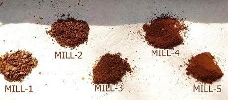 5種類の挽いた後のコーヒー豆