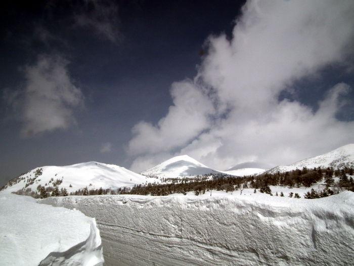 膨大な雪に覆われた景色