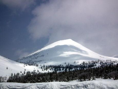 雪が降り積もった雪山