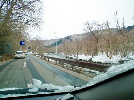 車から見た帰り道の道路