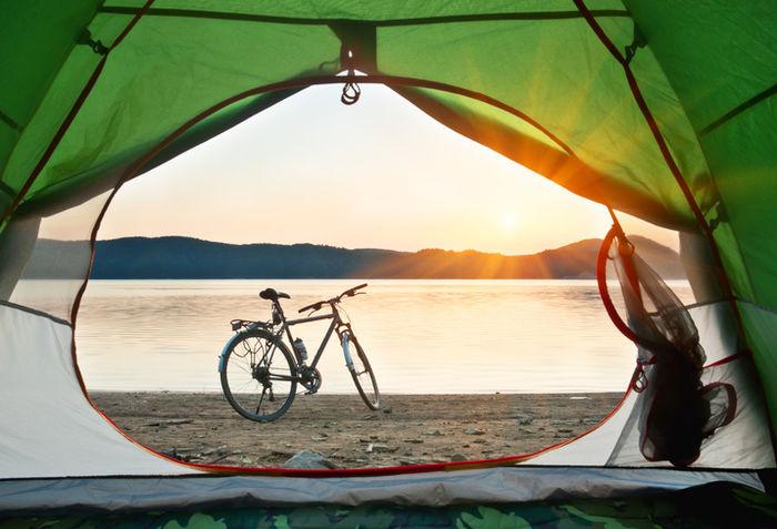 テントの中から見た自転車