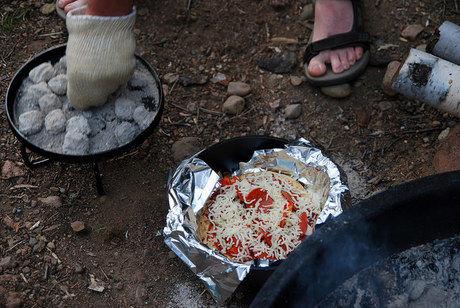 ダッチーオーブンで作るピザ