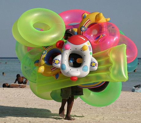 浮き輪投げゲームの様子