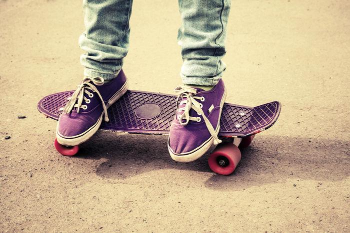 紫のペニーとそれに乗る人