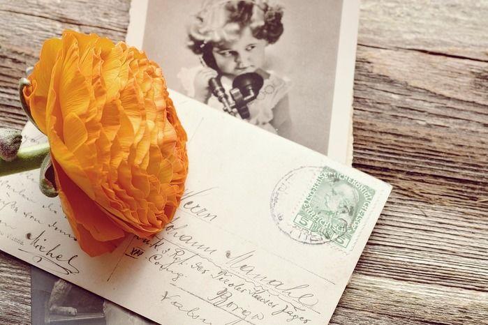 手紙と花のおしゃれな画像
