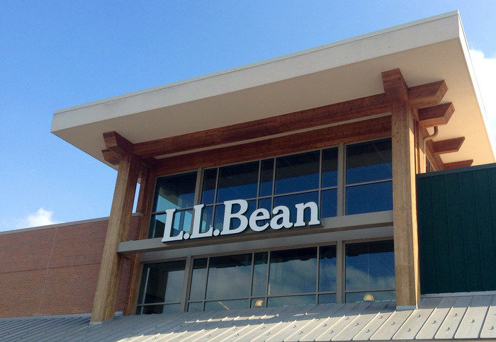 L.L.Beanの店舗外観ロゴ