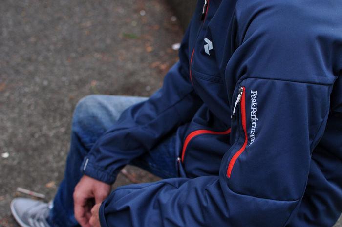 ピークパフォーマンスのジャケットを着た男性