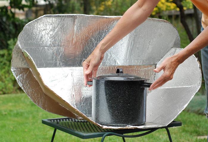 ソーラークッカーと鍋