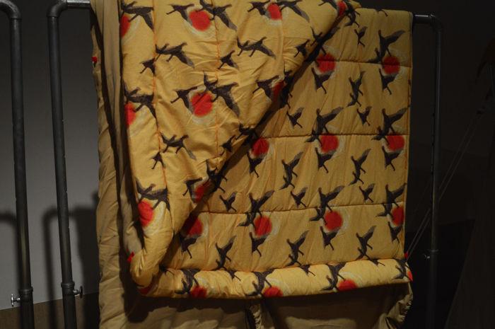カラシ色の限定復刻版モデルの寝袋