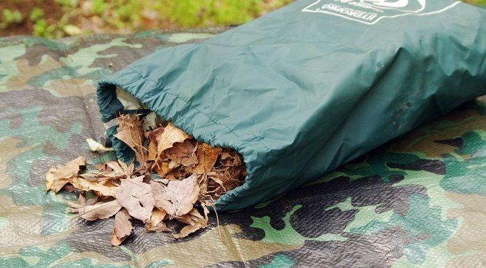 落ち葉が入ったスタッフバッグ