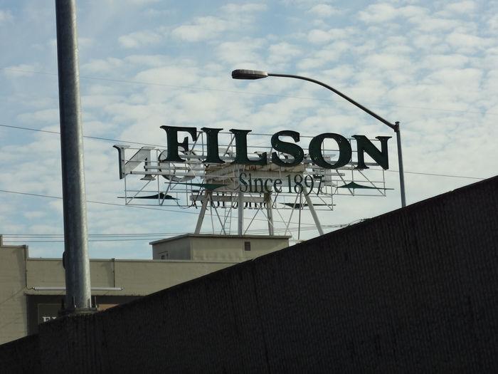 フィルソンの看板