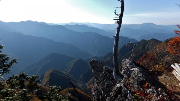 奥武蔵縦走の途中で見ることが出来る展望台からの景色