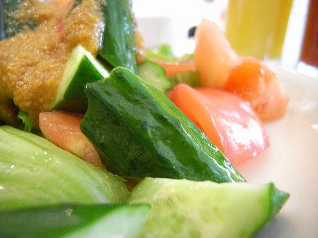 ツナ缶で使って作ったガルバンゾとアボカドのあえサラダ